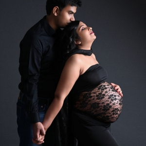 indoor_maternity_photoshoot_by_parul_and_ankur00003