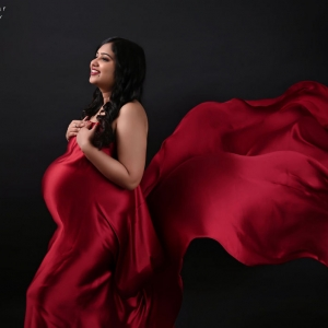 indoor_maternity_photoshoot_by_parul_and_ankur00004